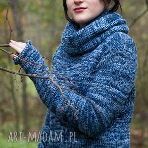 niebieski melanżowy sweter z kominem, sweter, komin, wełna