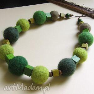 zielenię się - korale z filcu - filc, naszyjnik, drewno, filcowy