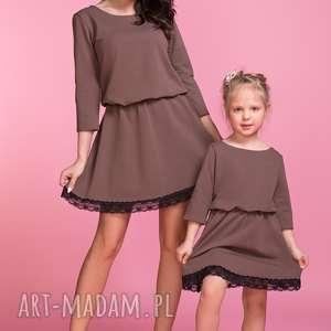 sukienka z ozdobną koronką mama tm1, kolor brązowy, sukienka, lekko, rozkloszowana