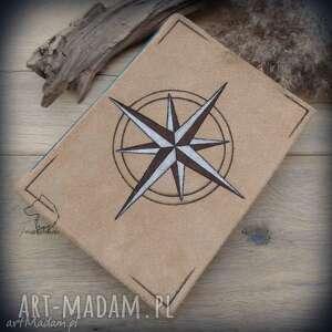 notes a5 ze skórzaną twardą okładką i elastycznym grzbietem kompas