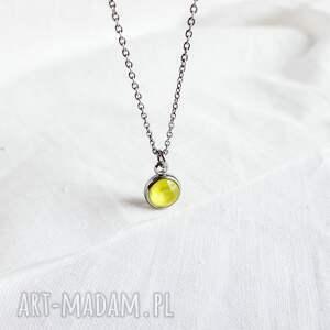naszyjnik z żółtym kryształkiem, zawieszką, łańcuszek