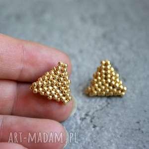 Trójkąty złote, sztyfty, kolczyki, trójkąty, beading, stal, toho