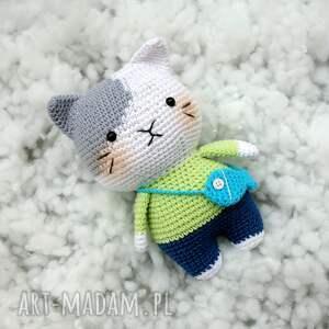 ręczne wykonanie maskotki kot włóczek