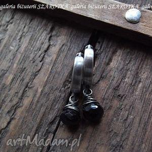 szarotka omotany spinel minimalistyczne kolczyki z czarnego spinelu i srebra
