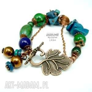 ręcznie zrobione zielono-kobaltowe minerały w atrakcyjnej bransoletce stylu boho. Przent