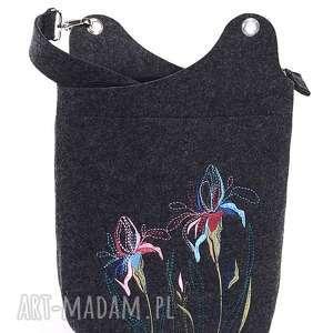 katarzyna wesolowska torebka raportówka irysy, filc, haft, kwiaty