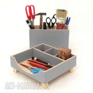 dom przybornik na biurko - szary drewniany organizer, biuro, biurko, do szkoły