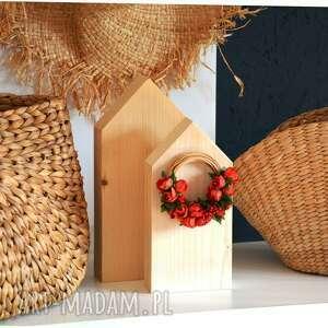 dekoracje 2 domki z wiankiem, domek, wianek, drewniany, domki, drewniane