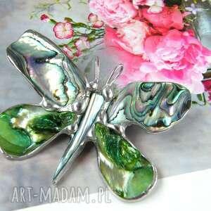 broszko - wisior: motyl z zieloną muszlą paua broszka masa perłowa, broszka