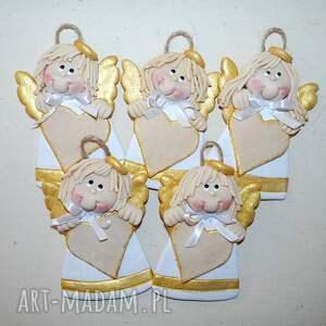 handmade świąteczne prezenty z życzeniami - anioły masy solnej miejscem
