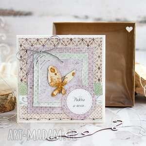 Naturalna kartka w pudełeczku z efektem szklanej szybki motyl