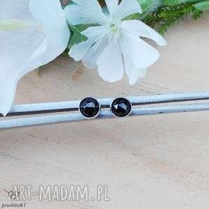 minikropeczki ze spinelem - 4mm, srebrne kolczyki, delikatne okrągłe