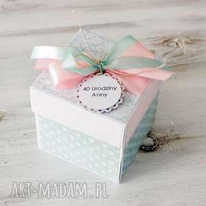 pudełko - kartka - prezent z okazji urodzin, urodziny, kobieta