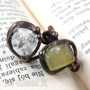 regulowany pierścionek z jadeitem i kryształem, regulowany, miedziany, kamienie