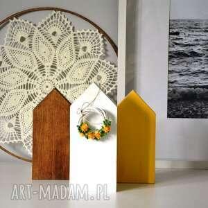 świąteczne prezenty, dekoracje 3 domki z wiankiem, wianek, domki, domek, kwiaty