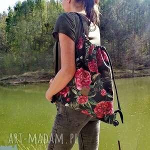plecak welurowy piwonie na czarnym, worek, workoplecak