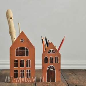 komplet 2 szt pojemniki na przybory domki ceglaste, drewniane, organizer