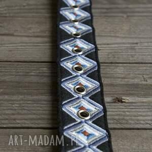 niebieskie paski pasek geometry haftowany odcienie