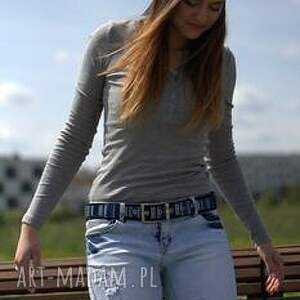 niebieskie paski pasek stripes haftowany na filcu