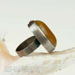 szare pierścionek z-agatem a581 srebrny z miodowym