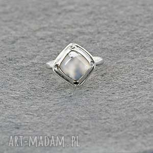 frapujące pierścionek z agatem dendrytowym w klasycznej