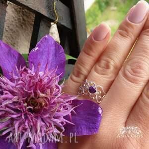 fioletowe ametyst w srebrnej koronce