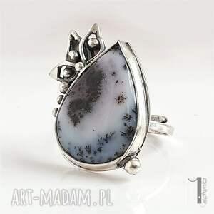 pierścionek szare anemone srebrny pierścień z agatem