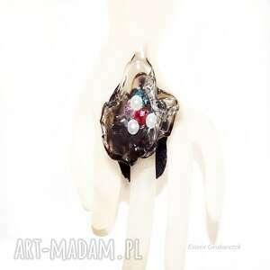 szare pierścionki jedyny artystyczny pierścionek z perełkami