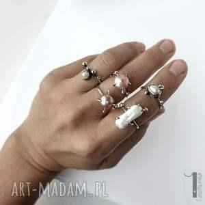 eleganckie pierścionki wild pearl - atomic pink ii srebrny