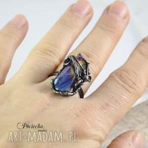 niebieskie pierścionki tytanowy aurora - duży pierścionek z kwarcem
