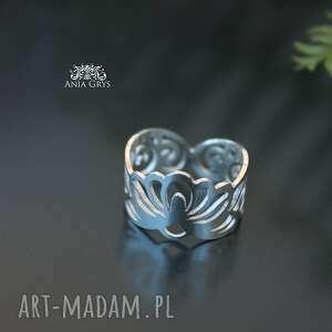 pierścionek efektowny, srebrny w całości