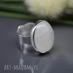 efektowne pierścionek blask kamienia księżycowego