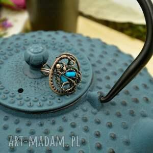 czarne miedź blue sea - pierścionek z koralem