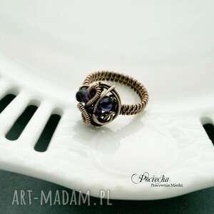 fioletowe pierścionek chaos - pleciony z