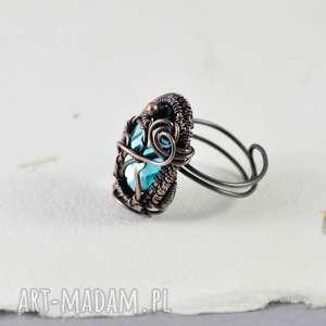 upominki na święta biżuteria na prezent piękny, elegancki pierścionek stworzony