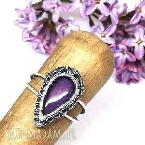 fioletowy pierścionki czaroit