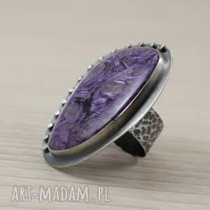 niepowtarzalne pierścionki czaroit i srebro - duży pierścień