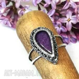 fioletowe pierścionki pierścionek czaroit