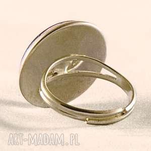 białe pierścionki kwiat czerwony - pierścionek