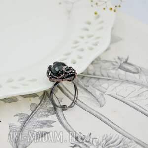 pierścionek stworzony ręcznie z miedzi