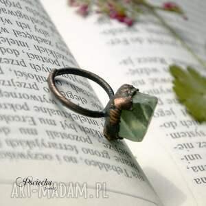 zielone pierścionki pierścionek delta - z fluorytem
