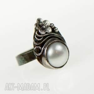 szare pierścionek z-perłą misterny, romantyczny srebrny
