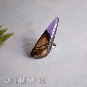 brązowe fioletowy pierścionek z drewna