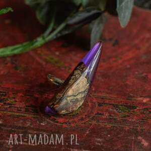 na prezent fioletowy pierścionek z drewna