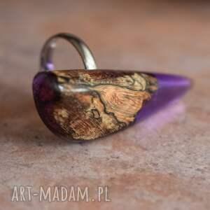 atrakcyjne na prezent fioletowy pierścionek z drewna