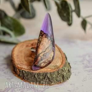 atrakcyjne fioletowy pierścionek z drewna