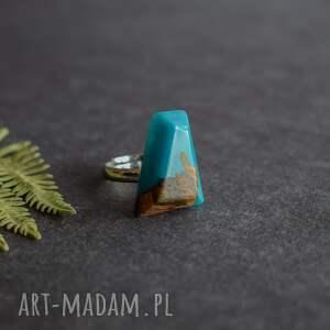 geometryczny pierścionek turkusowe z drewna