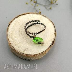 niekonwencjonalne pierścionek spiralny green leaf