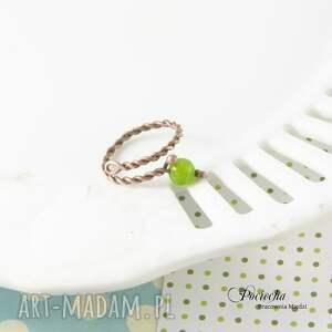 eleganckie pierścionki miedź green - pierścionek z jadeitem