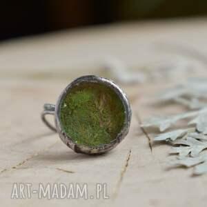 trendy green - pierścionek z prawdziwym